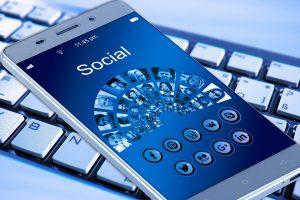 Facebook lancia App camera